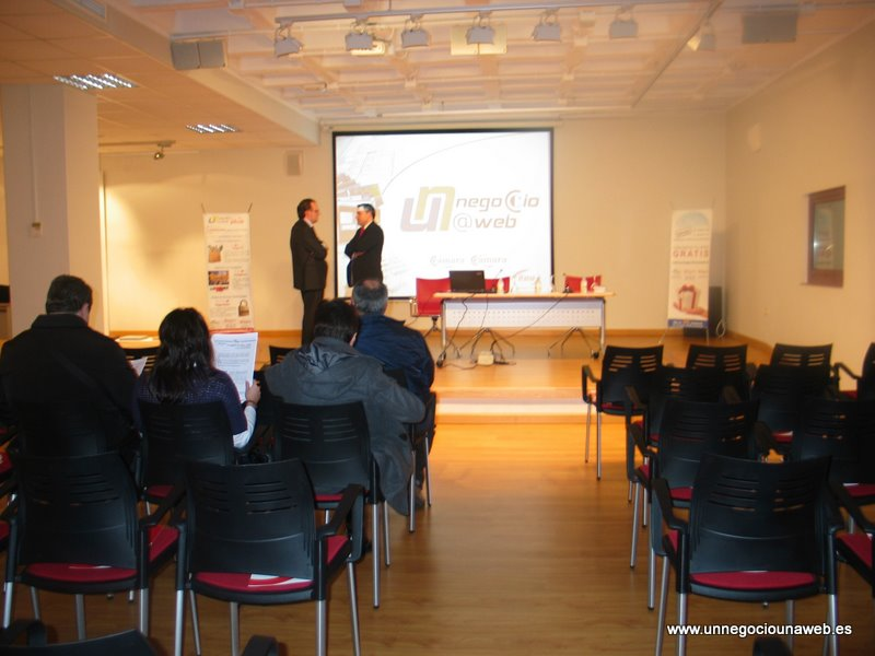 Presentación Un Negocio Una Web en las instalaciones del Ayuntamiento de Navia