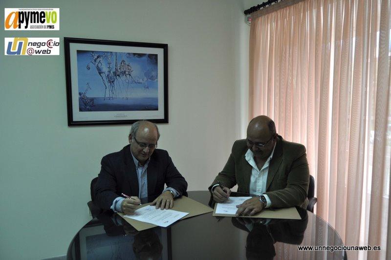 D. Fernando Plasencia, Presidente de Apymevo y Don Enrique Lucini Serra Director del Programa Un Negocio Un Web en Canarias