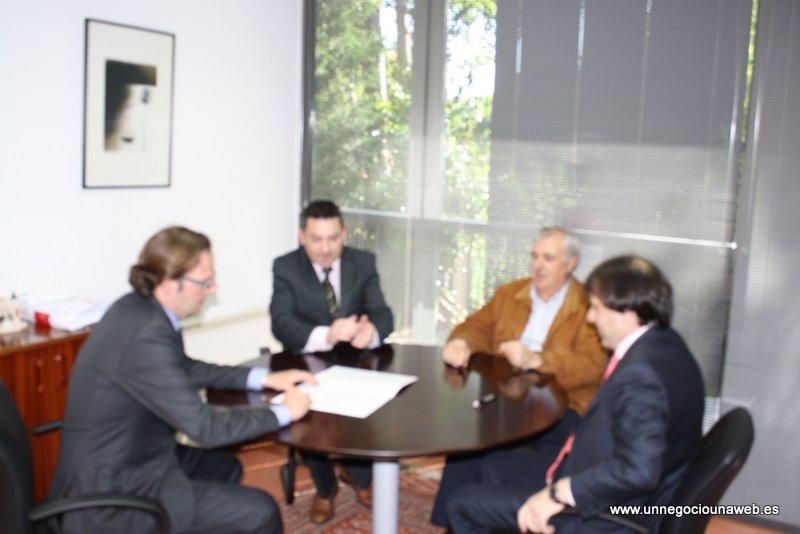 El Club de Golf Madera III firma en la Cámara de Comercio de Gijón la adhesión al Programa Formativo Un Negocio Una Web.