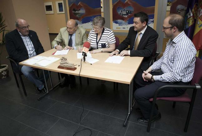 La Presidenta del Consorcio del Bajo Nalón, firma convenio con Un Negocio Una Web