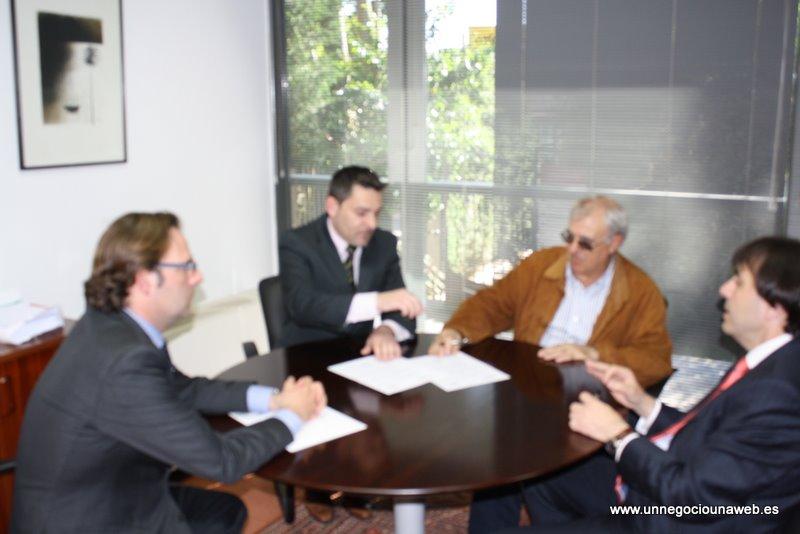 El Club de Golf Madera III firma el convenio de difusión del programa formativo Un Negocio Una Web.